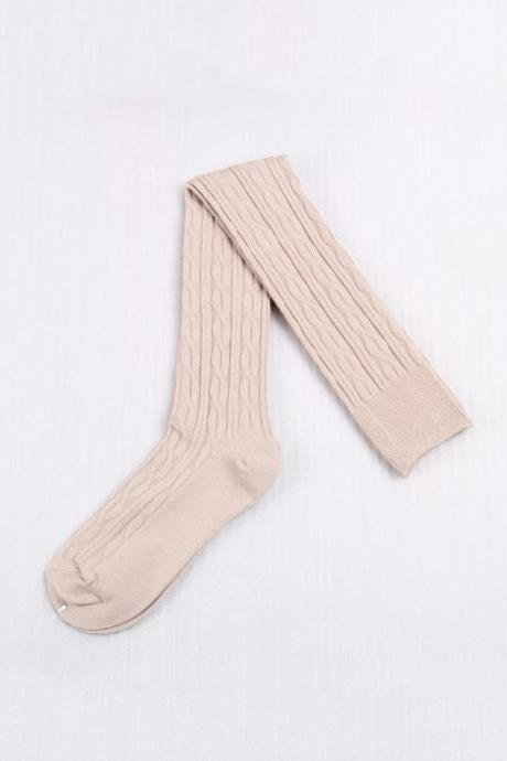 Women's Sweet Preppy Style Solid Twist Knee High Socks